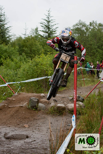Photo ID 4 - 1  Aaron  GWIN  -  TREK WORLD RACING, Downhill Finals, Fort William MTB World Cup 2012