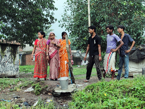 Residents of Nirmal Basti in Jamshedpur reconnected the water pipeline that JUSCO disconnected.