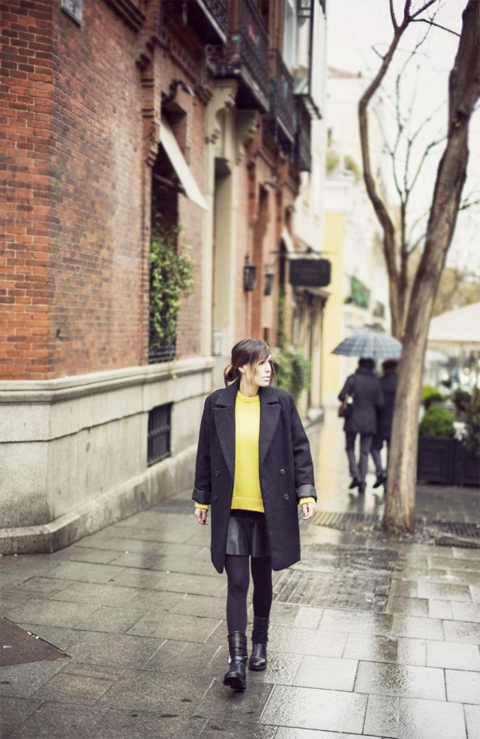 street style barbara crespo zara faux leather mini skirt yellow fashion blogger outfit blog de moda