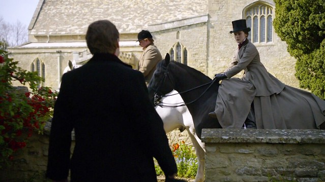 DowntonAbbeyS01E02_MaryRidingdress2