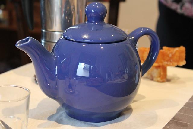 tetera de cerámica azul - teapot