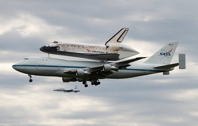 space shuttle discovery at dulles airport - photo #36