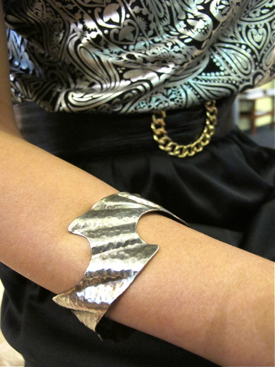 Zig zig zag zag zzzzzz.... Rock it with this silver-toned bangle with an unusual zig zaggy shape.