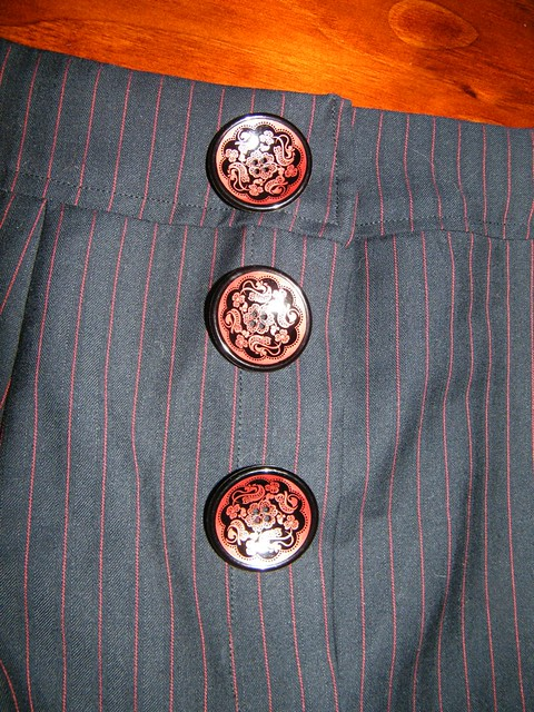 large flower details concave buttons
