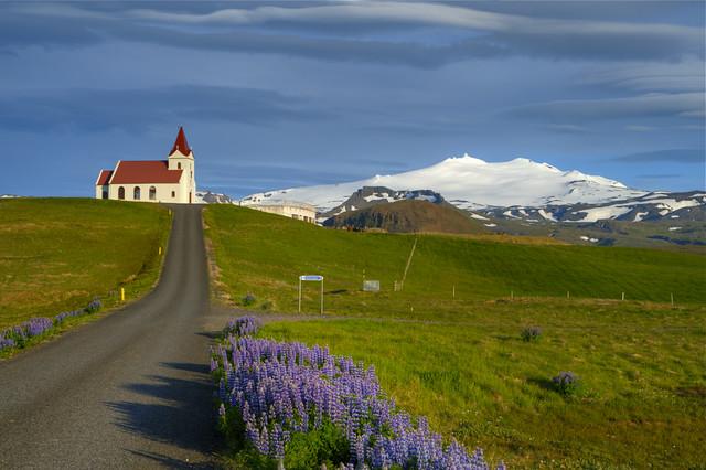 Ingjaldshólskirkja og Snæfellsjökull