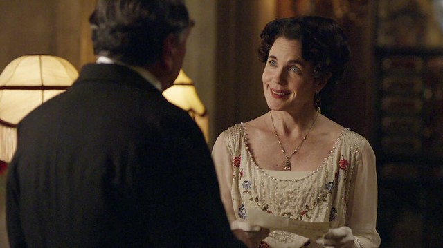DowntonAbbeyS01E06_Cora_creamdresssmallflowers
