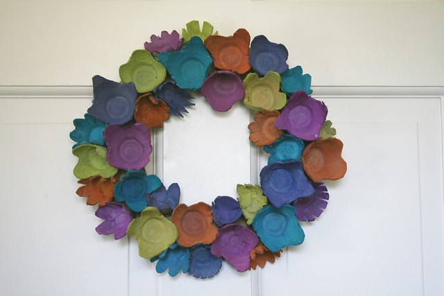 EggCartonFlowerWreath-AFineTangle 083