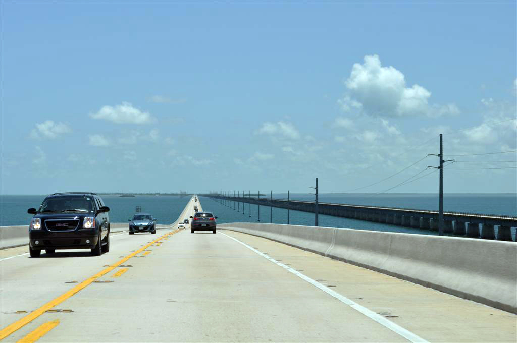 Overseas Highway 1 que cruza entre las islas key west - 7214478330 f4df4cd670 o - Florida Keys, carretera al paraíso (mejor con un Mustang)