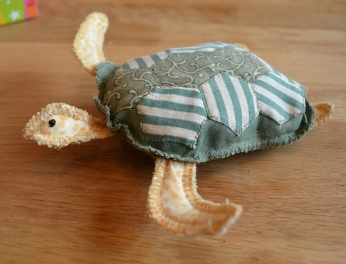 Wonderful turtle pincushion from Jan (JanBran)
