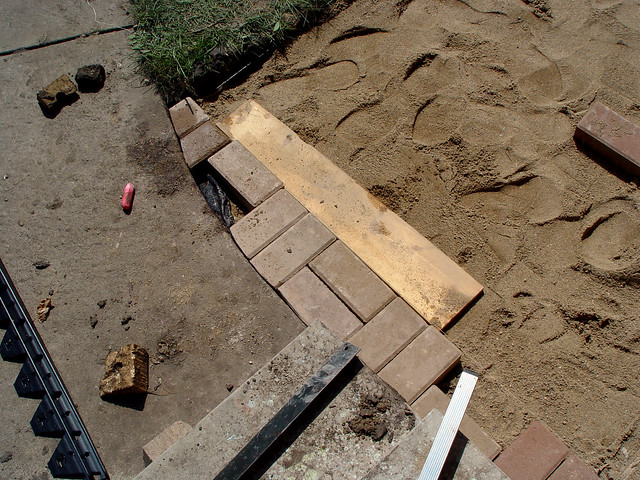 trimming pavers to fit