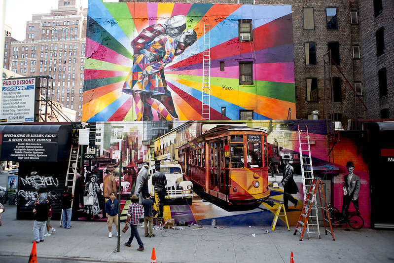 Line Art Mural : Massive mural by kobra recreates iconic times square 'kiss