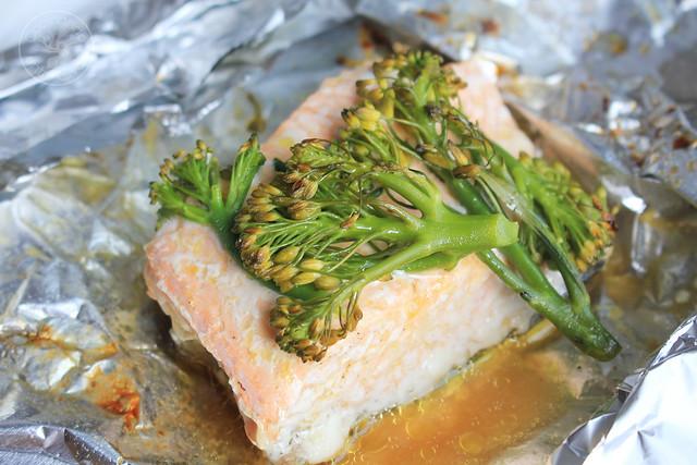 Salmon con bimi en papillote www.cocinandoentreolivos.com (16)