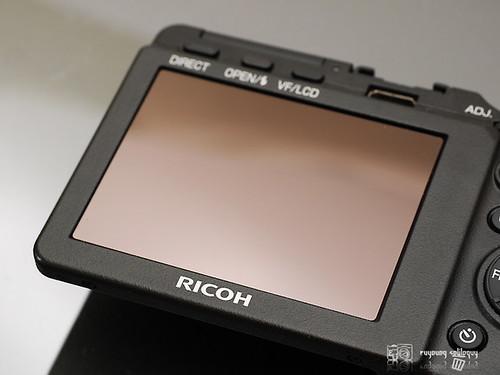 Ricoh_GXR_exterior_16