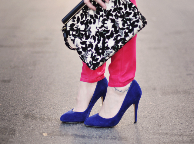 blue sued shoes-heels-pink jeans-vintage bag