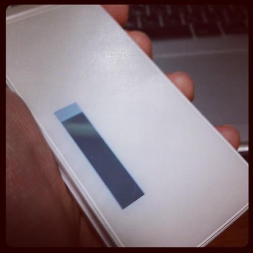 新携帯。最近薄いのってないのね。