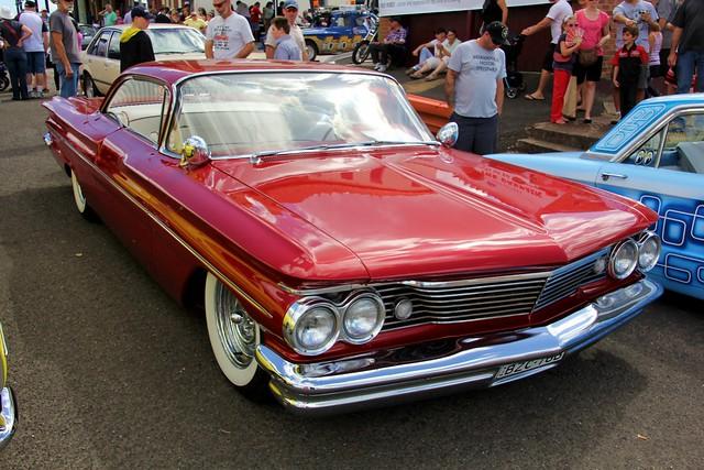 1960 Pontiac Bonneville coupe