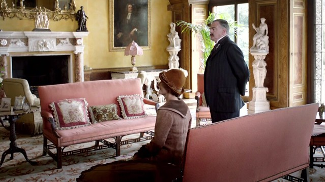 DowntonAbbeyS02E08_interior_pinksettees_marblebusts