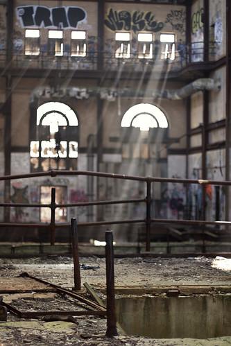 sunlight ny newyork abandoned electric fog sunrise rust industrial decay fences trains urbanexploration transit barbedwire sunrays powerstation asbestos urbex newfriends tornpants guerillahistorian