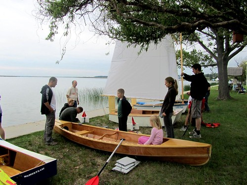 Newcomer speaks to builder of the pretty Eureka Canoe at Hungarian Messabout - in Magyar