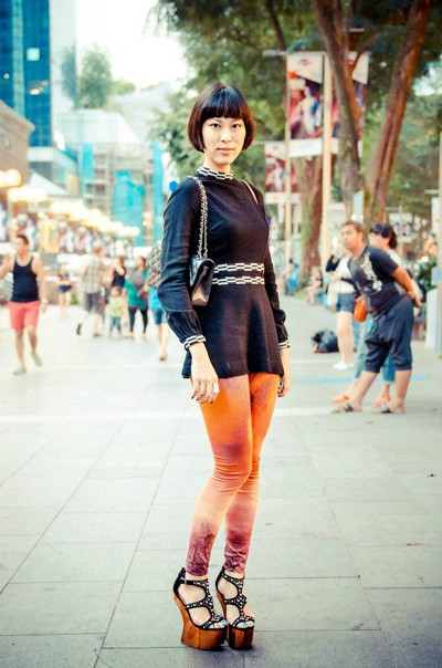 Spotted during Asian Fashion Exchange Week! Fash-Eccentric! blogger X-wen striking a pose for a photographer on Orchard Road. She is totally rocking this look with a 1960s top from Granny's Day Out! Looking hot, babe!!
