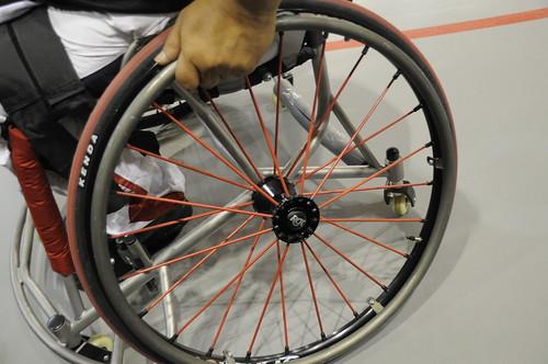 Roue d'un fauteuil de sportif