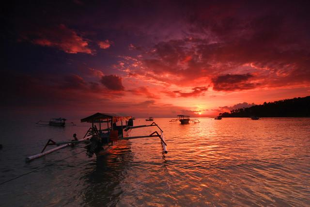 Turnamen Foto Perjalanan: Laut. Pantai Senggigi, Lombok. © Wisnu Yuwandono