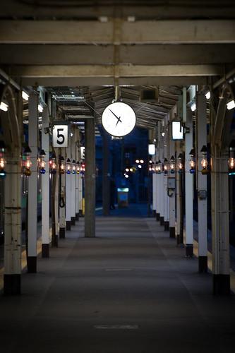 小樽駅。暮夜時分