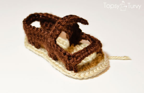 crochet-baby-sandals-left-foot