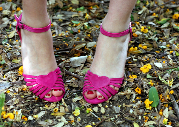 aldo_fuschia_pink_suede_heart_sandals