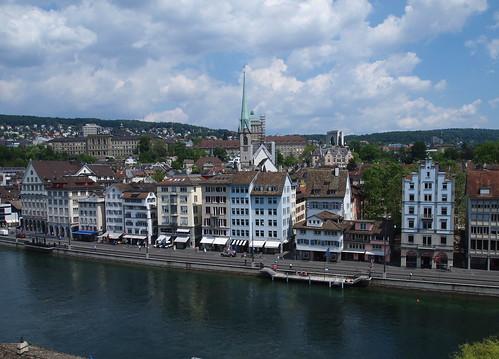 Fraumünster und Universität Zürich vom Lindenhof aus gesehen