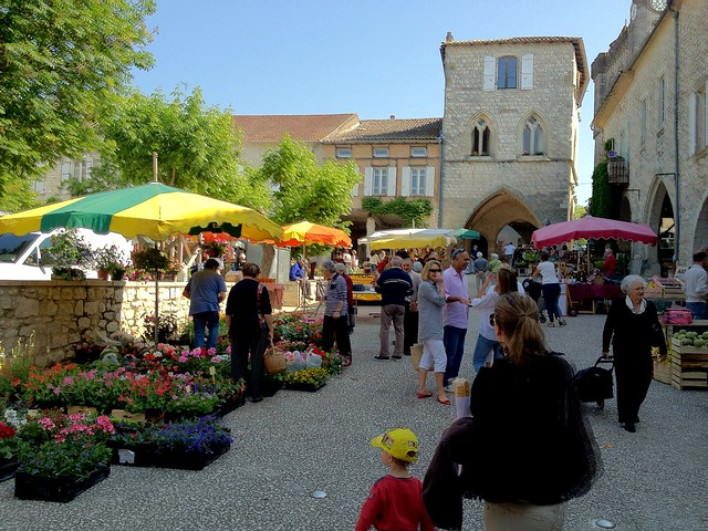 Market day in Monflanquin