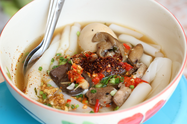 Kuay Jab (Rice Noodles Rolls in Soup) ก๋วยจั๊บ