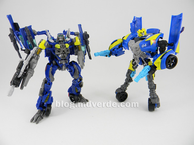 Transformers Topspin Deluxe - Dark of the Moon - modo robot vs Sideswipe