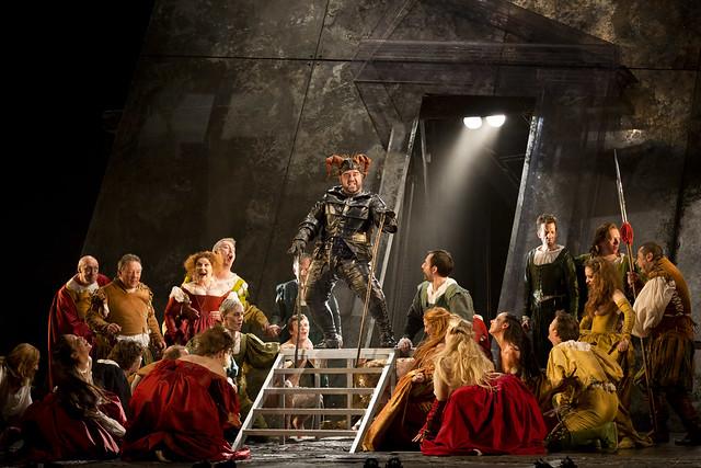 Dimitri Platanias as Rigoletto with the chorus in Rigoletto © Johan Persson/ROH 2012
