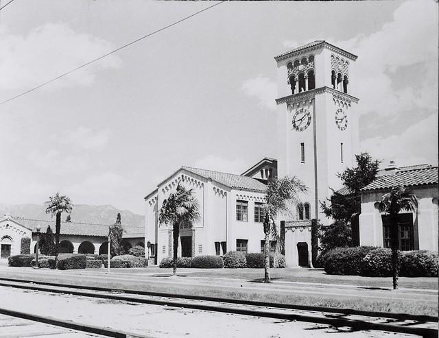 South Pasadena Junior High School, showing train tracks in ...