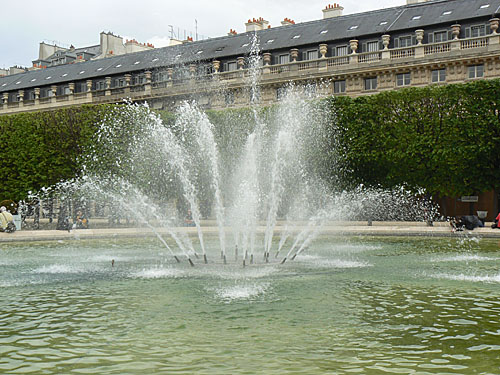 fontaine palais royal.jpg