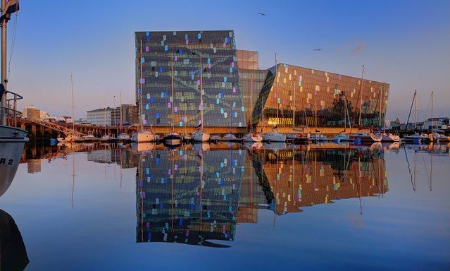 Harpa Reflected