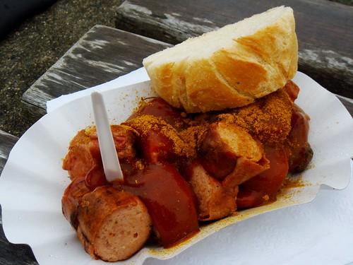 Currywurst mit Brot