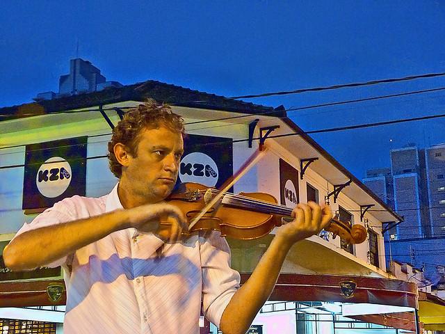 Lucas - violinista do Calçadão de Caxambu