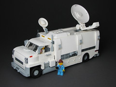 Satellite news truck