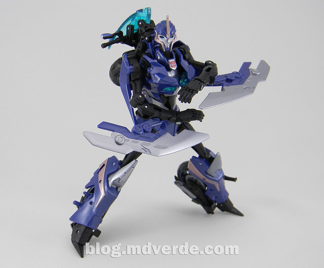 Transformers Arcee Deluxe - Prime First Edition - modo robot