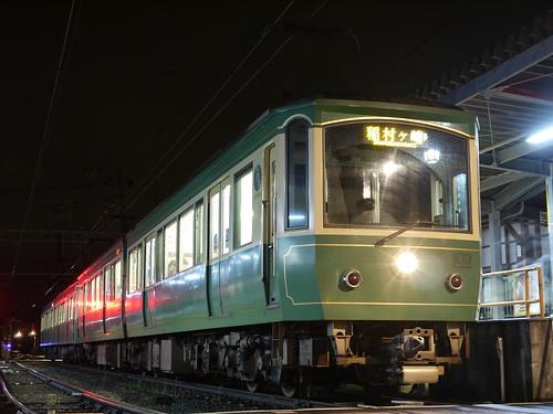 江ノ電22F+1002F稲村ヶ崎行き最終電車@長谷