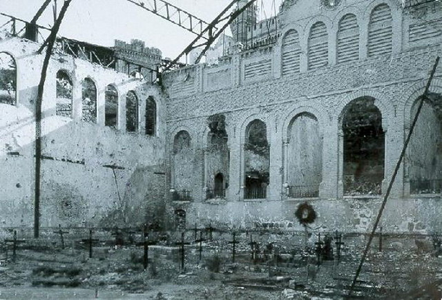 Cementerio improvisado por los sitiados en el antiguo picadero del Alcázar