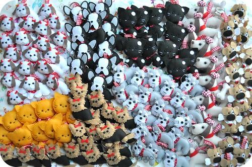 Muitos cachorros e alguns gatinhos by Casinha de Pano