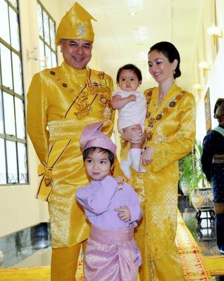 Gambar Keluarga DiRaja Raja Muda Perak - Raja Nazrin Shah