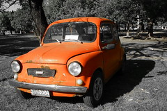 zastava 750(0.0), automobile(1.0), vehicle(1.0), fiat 600(1.0), subcompact car(1.0), city car(1.0), compact car(1.0), antique car(1.0), land vehicle(1.0),