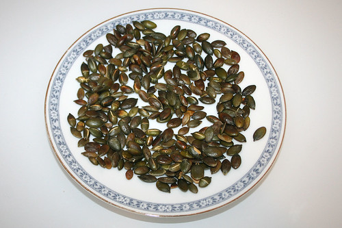 14 - Kürbiskerne abkühlen lassen / Chilling pumpkin seeds