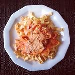 nudeln mit möhren und tomatensoße