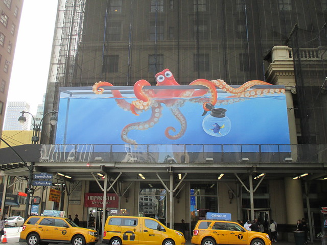 Orange Octopus Aquarium - Finding Dory Billboard 8993