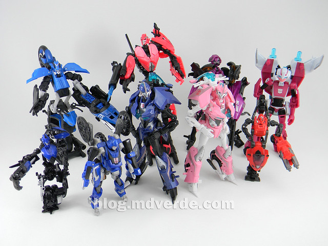 Transformers Arcee Deluxe - Prime First Edition - modo robot vs Arcees y Chromias